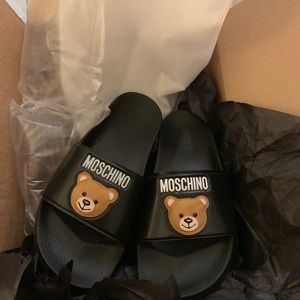 Authentic Moschino Teddy slides!